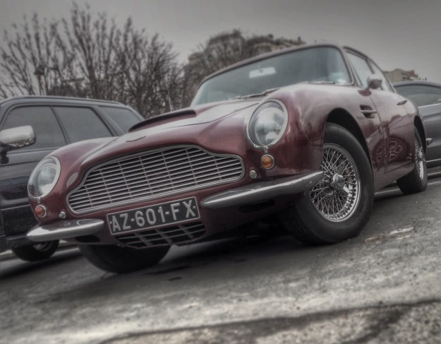 Aston Martin DB6 in Paris